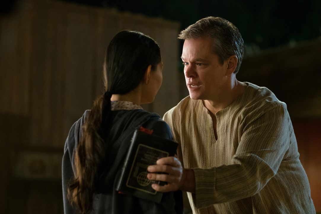 Ngoc Lan Tran (Hong Chau, l.); Paul Safranek (Matt Damon, r.) - Bildquelle: George Kraychyk 2017 Paramount Pictures. All Rights Reserved. / George Kraychyk