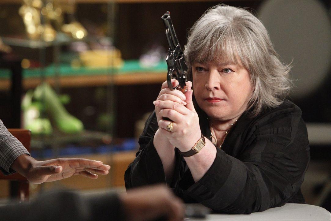 Ein neuer Fall beschäftigt Harriet (Kathy Bates) ... - Bildquelle: Warner Bros. Television