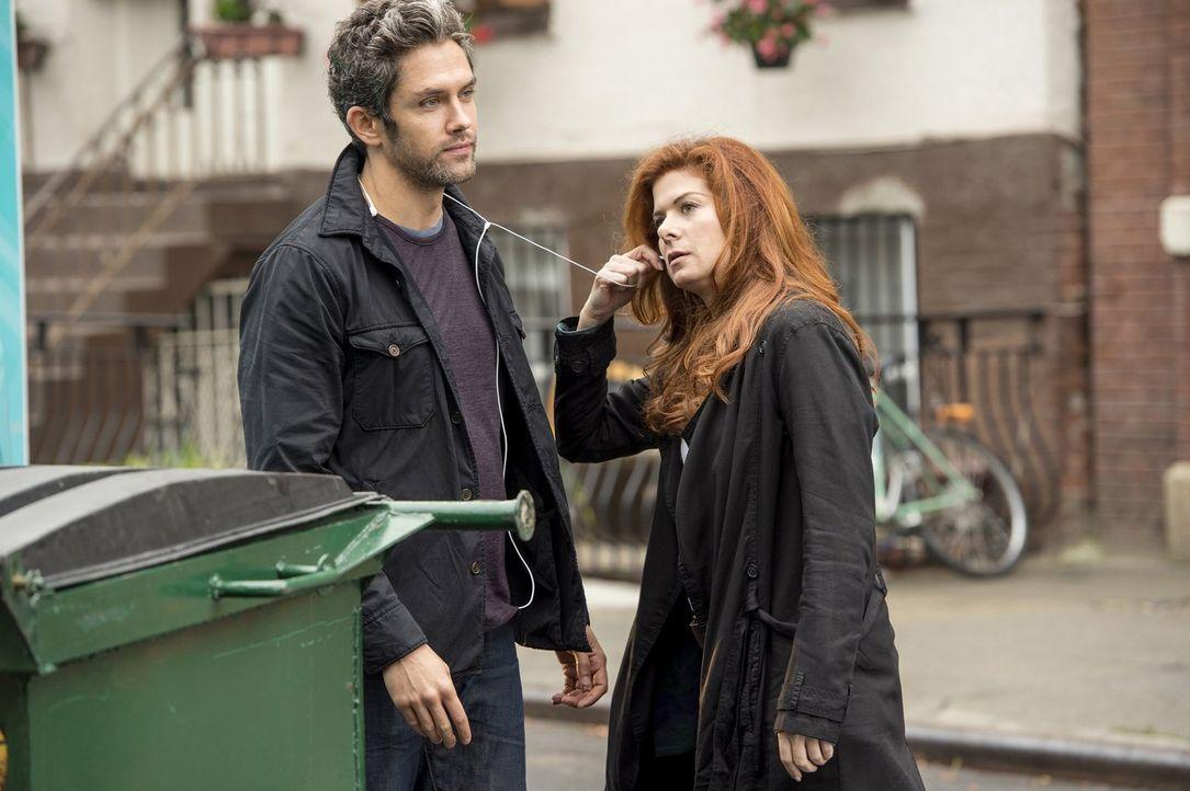 Bei den Ermittlungen in einem neuen Mordfall stößt Laura (Debra Messing, r.) auf Tony (Neal Bledsoe, l.), der nicht nur ein Verdächtiger ist, sonder... - Bildquelle: Warner Bros. Entertainment, Inc.