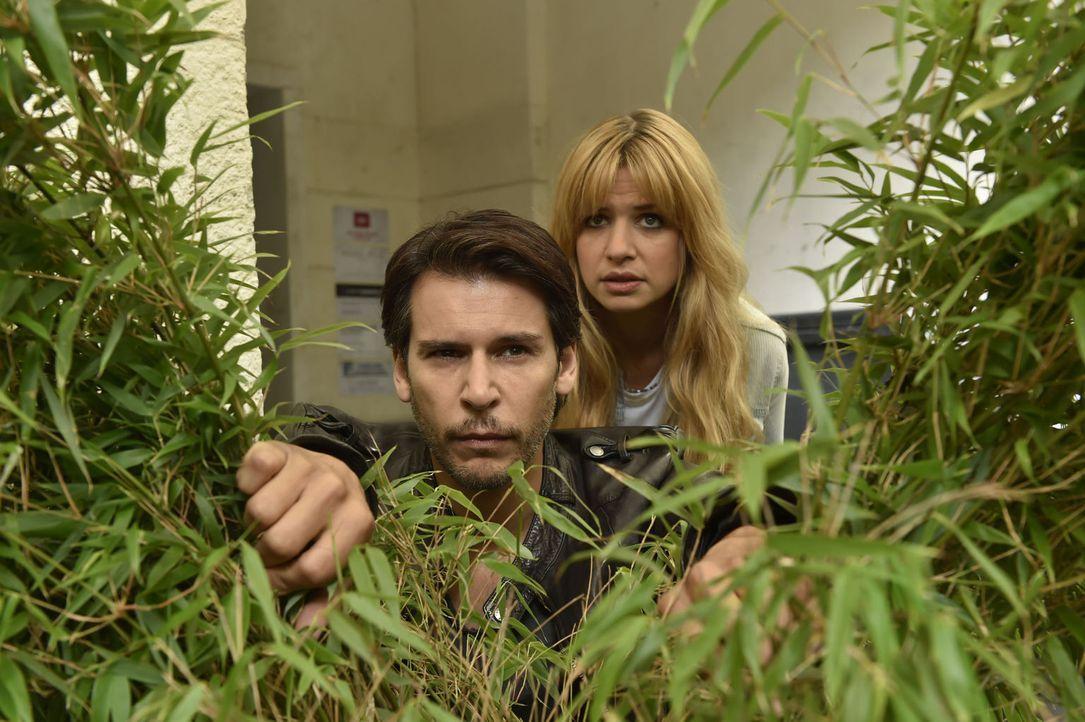 Was haben Nick (Florian Odendahl, l.) und Mila (Susan Sideropoulos, r.) vor? - Bildquelle: Claudius Pflug sixx