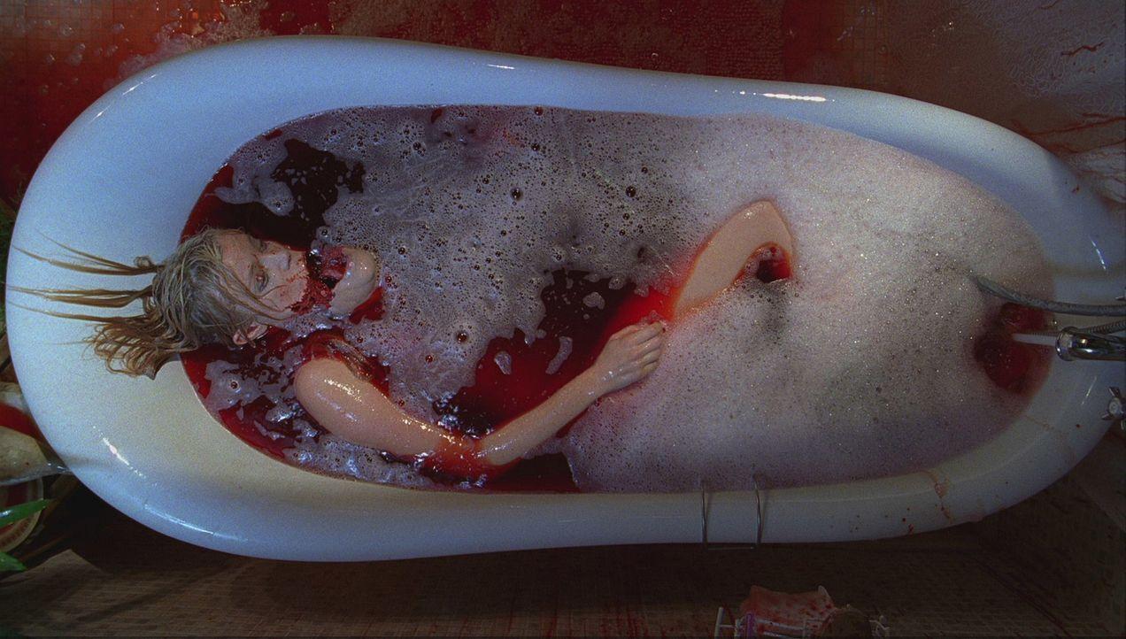 Als Angela (Amy Smart) ein abendliches Bad nimmt, bekommt sie unheimlichen Besuch - von ihrem mörderischen Spiegelbild ... - Bildquelle: 2007 Regency Enterprises, New Regency Pictures
