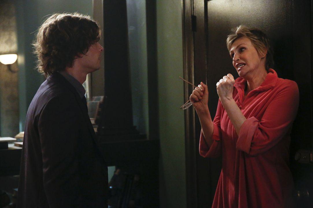 Während das BAU-Team einen neuen Fall lösen muss, trifft Reid (Matthew Gray Gubler, l.) eine Entscheidung bezüglich seiner Mutter Diana (Jane Lynch,... - Bildquelle: Cliff Lipson 2016 ABC Studios. All rights reserved.