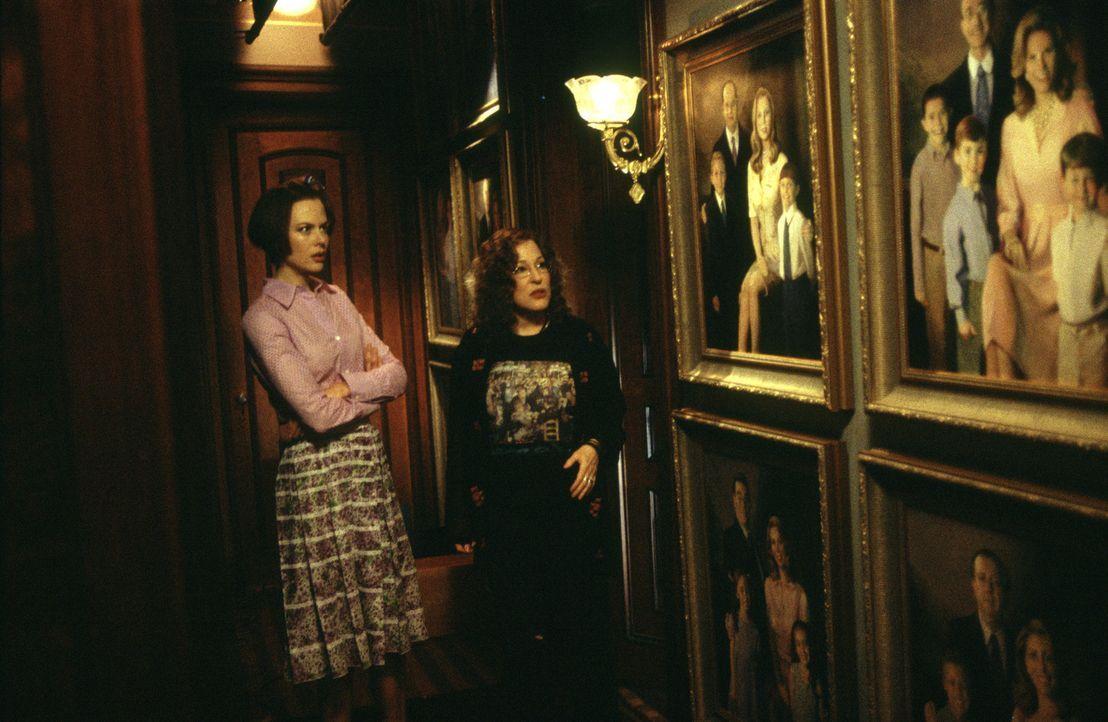 Schon kurz nach ihrer Ankunft in Stepford ist Joanna (Nicole Kidman, l.) über die Unterwürfigkeit ihrer Geschlechtsgenossinnen entsetzt. Mit der e... - Bildquelle: TM & Copyright   2004 by DreamWorks LLC and Paramount Pictures Corporation.  All Rights Reserved.