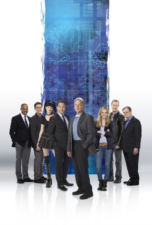 (12. Staffel) - Die Mitglieder des Naval Criminal Investigation Service: Abby (Pauley Perrette, 3.v.l.), Ducky (David McCallum, r.), Gibbs (Mark Har... - Bildquelle: CBS Television