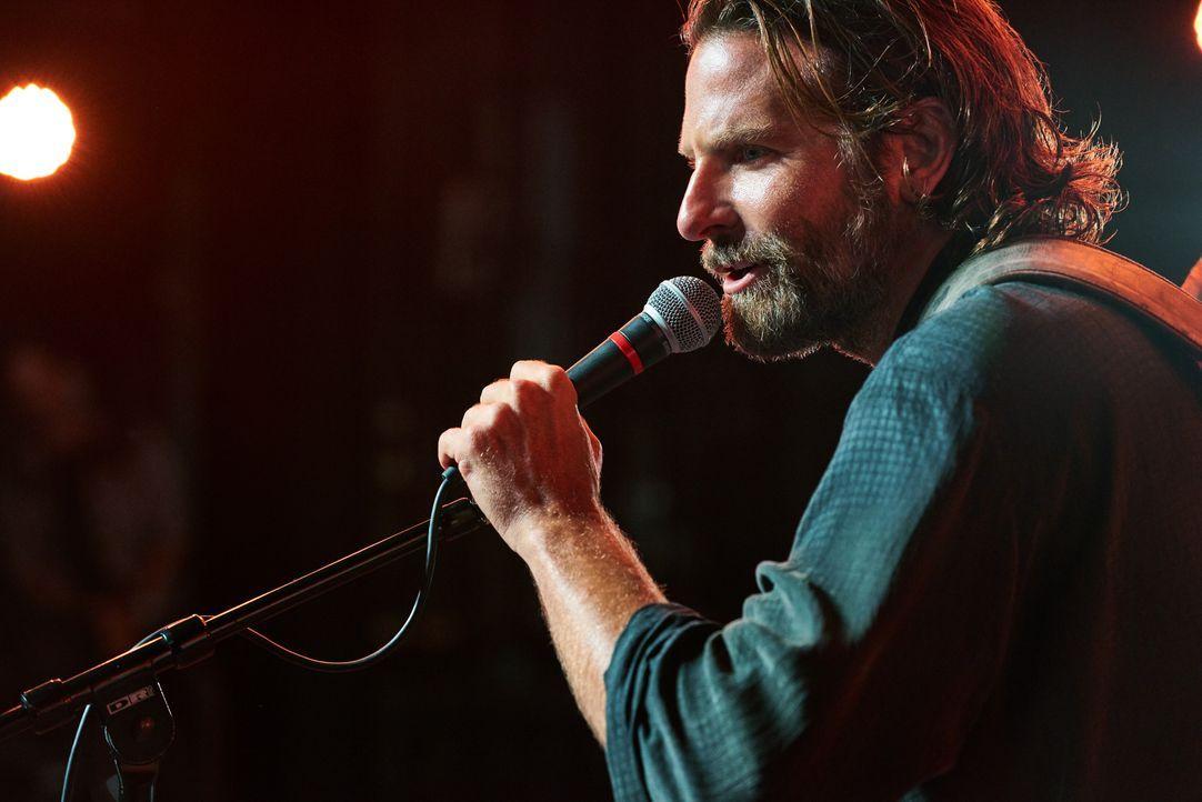Jack (Bradley Cooper) - Bildquelle: Peter Lindbergh 2017 Warner Bros. Entertainment Inc. / Peter Lindbergh