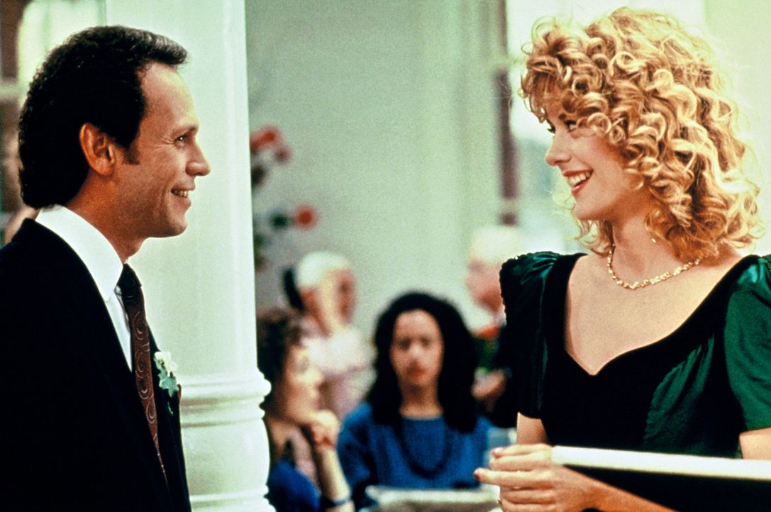 """Sally (Meg Ryan, r.) glaubt nicht an eine Freundschaft zwischen Männern und Frauen. """" Sex kommt immer dazwischen"""", erklärt sie Harry (Billy Crysta... - Bildquelle: Castle Rock Entertainment"""