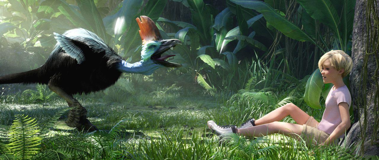 Lautstark kreischt ein Kakadu die kleine Jane (r.) an, die verängstigt auf dem Dschungelboden sitzt ... - Bildquelle: Constantin Film