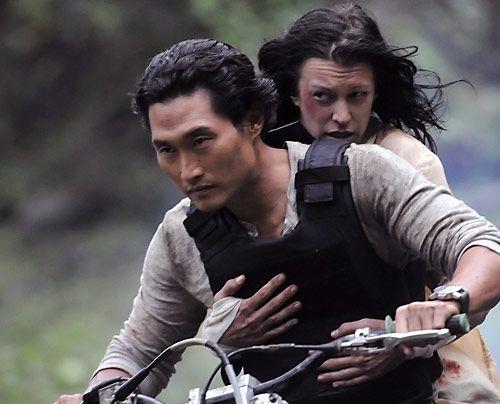 Der Marshall, der Julie (Mariana Klaveno) beschützen sollte, wurde erschossen. Chin (Daniel Dae Kim) läuft die Zeit davon. - Bildquelle: CBS Studios Inc