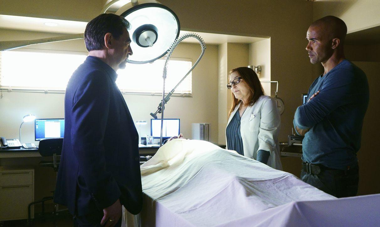 Rossi (Joe Mantegna, l.) und Morgan (Shemar Moore, r.) hoffen mit Hilfe von Dr. Talia Rice (Lyn Mahler, M.) Hinweise auf den aktuellen Fall zu bekom... - Bildquelle: Monty Brinton ABC Studios