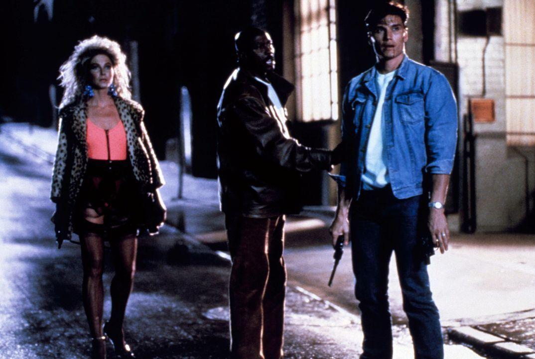 Früher war der Mann, den man jetzt Punisher nennt, ein Polizist namens Frank Castle (Dolph Lundgren, r.). Die Mafia hat seine Familie getötet, er se... - Bildquelle: 1989 New World Pictures (Australia), Ltd.
