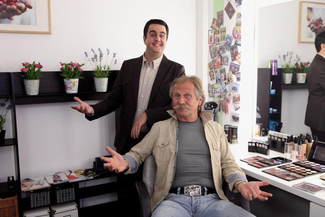 In der Garderobe bei center.tv.: Bastian Pastewka (l.) und Henning Krautmacher (r.) .... - Bildquelle: Frank W. Hempel SAT.1