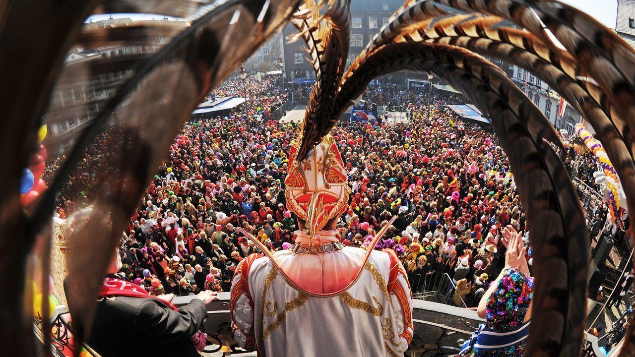 karneval-fasching-umzug-prinzenpaar-11-03-06-dpa