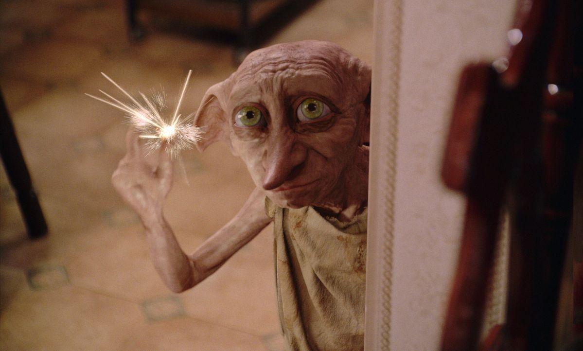 Hauself Dobby (Bild) will Harry unbedingt davon abhalten, weiter auf die Schule für Hexerei und Zauberei zu gehen. Doch was der boshafte Elf auch an... - Bildquelle: Warner Bros. Pictures