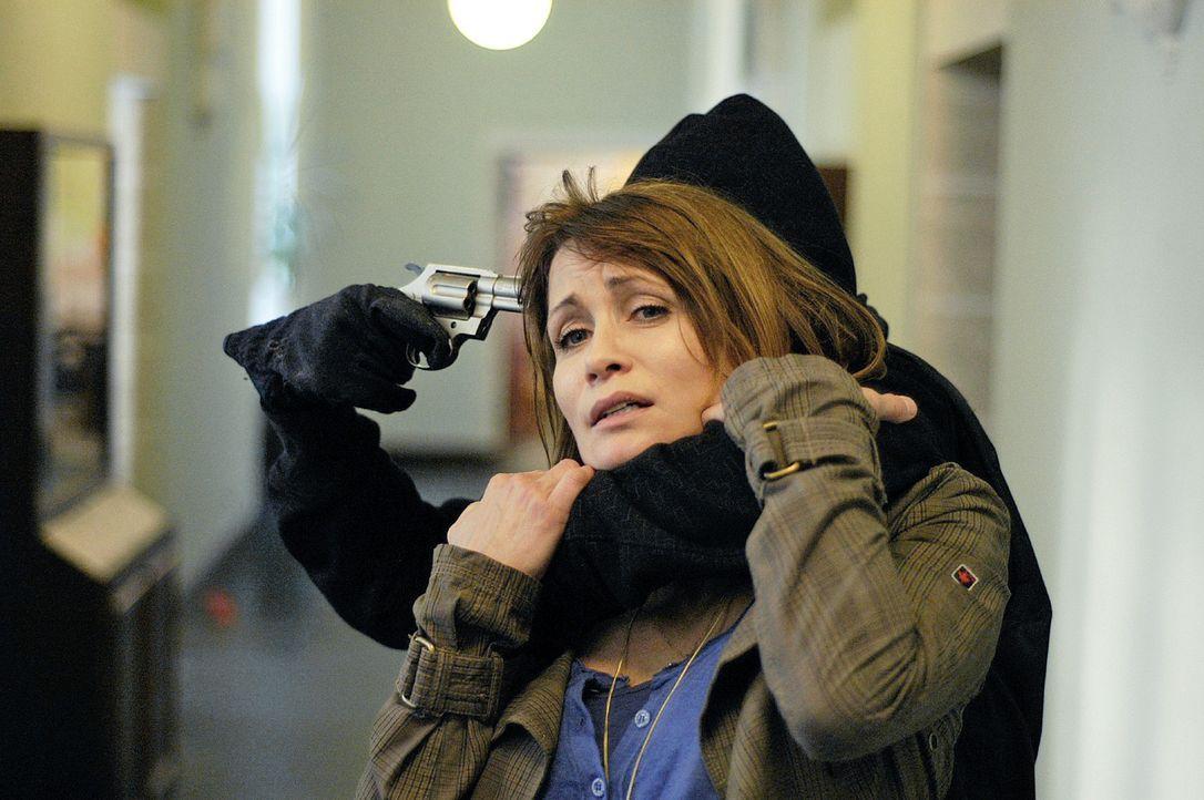 Maren (Anja Kling) gerät in Gefahr ... - Bildquelle: Oliver Feist Sat.1