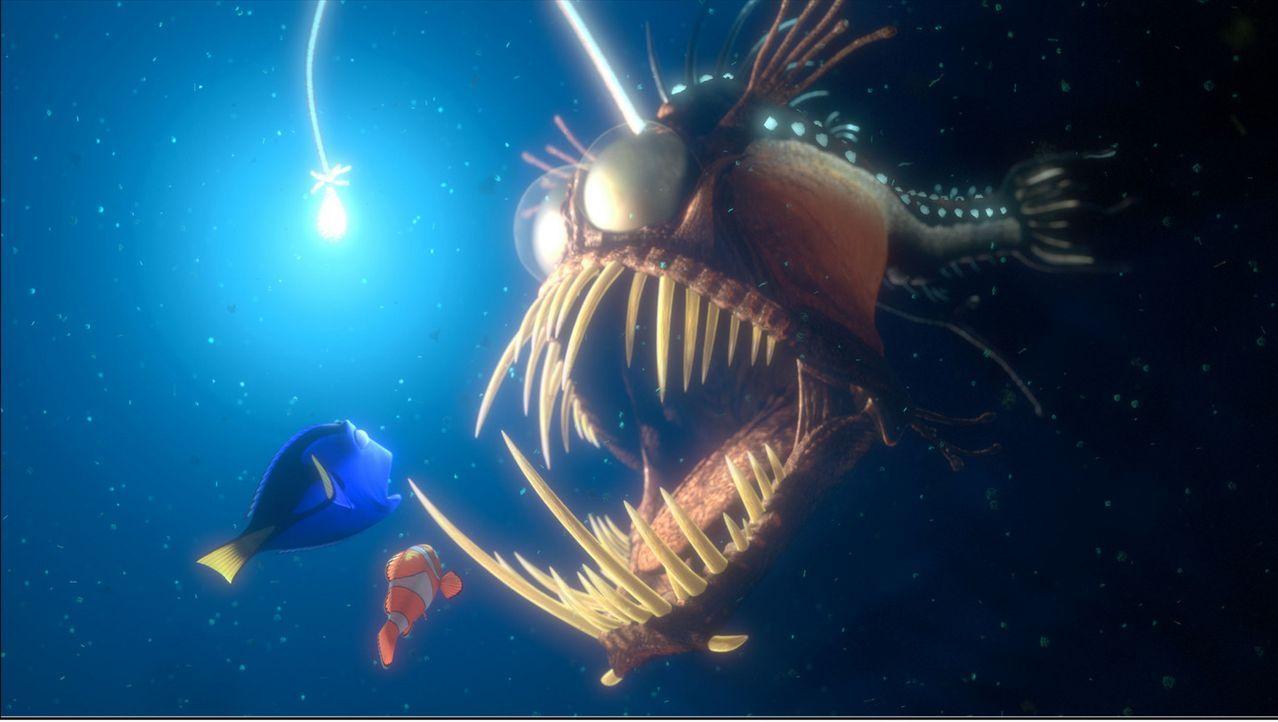 Ungeheure Gestalten begegnen Dorie (l.) und Marlin (M.) in den Tiefen des Pazifiks ? - Bildquelle: Walt Disney Pictures