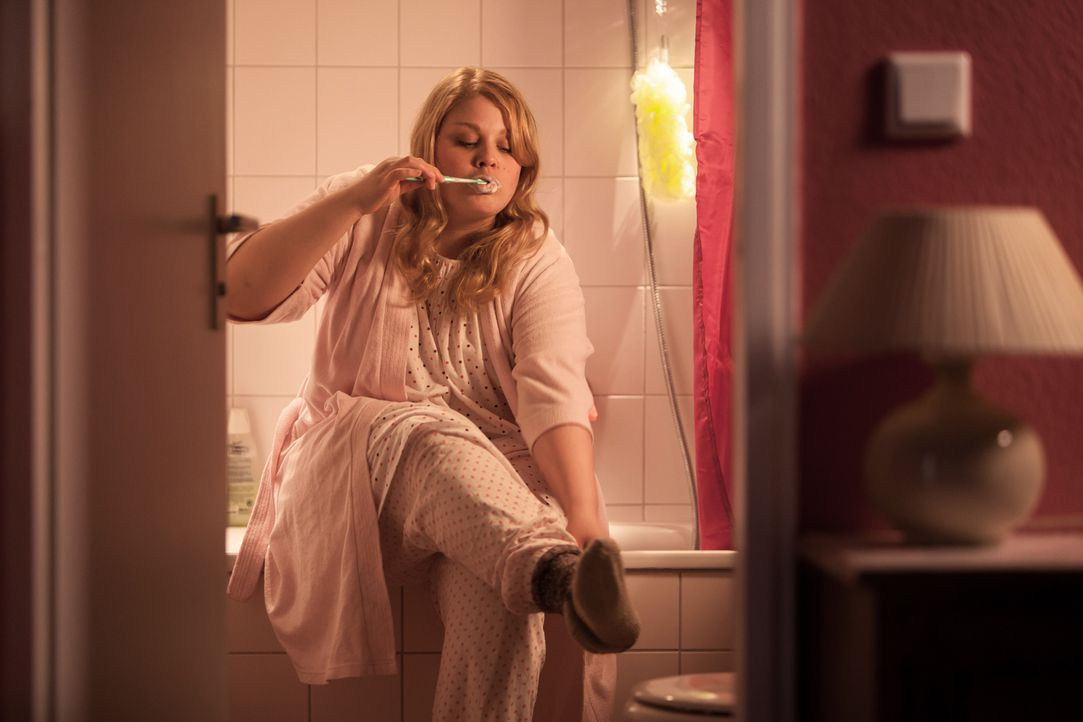 """Obwohl der neue Chef ihren geliebten Friseursalon """"optimieren"""" will, schwebt Mandy (Christina Petersen) momentan auf Wolke Sieben. Sie ist nämlich i... - Bildquelle: Conny Klein SAT.1"""