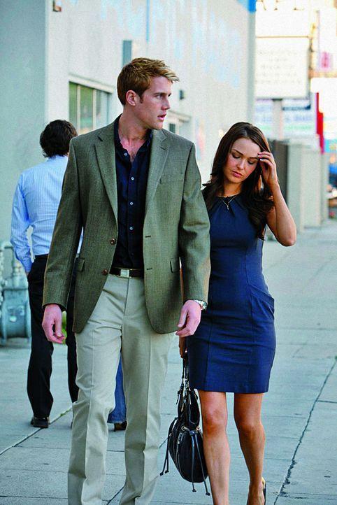 Der Druck auf William (Nico Evers-Swindell, l.) und Kate (Camilla Luddington, r.) wächst und ihre Beziehung leidet stark darunter ... - Bildquelle: The Königsberg Company