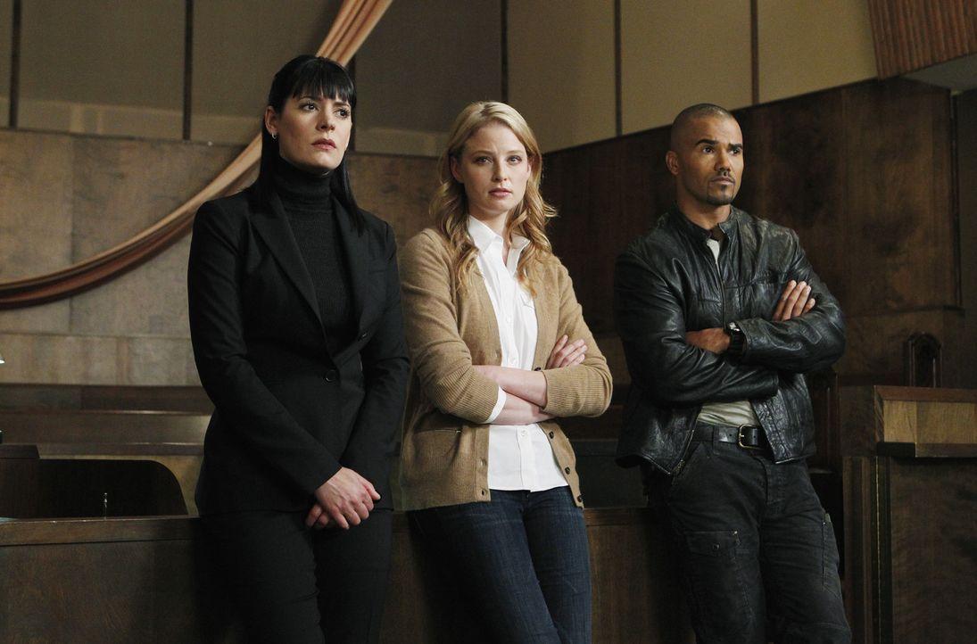 Als in einem bewachten Wohnviertel in New Mexico mehrere Frauen in ihren Häusern ermordet wurden, beginnen Prentiss (Paget Brewster, l.) und Morgan... - Bildquelle: ABC Studios