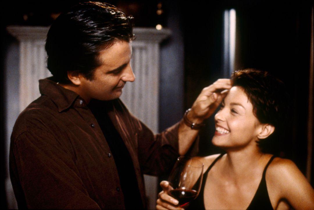 Mehr als nur gute Kollegen? Auch privat scheinen sich Mike Delmarco (Andy Garcia, l.) und Jessica Shepard (Ashley Judd, r.) sehr gut zu verstehen. - Bildquelle: Paramount Pictures