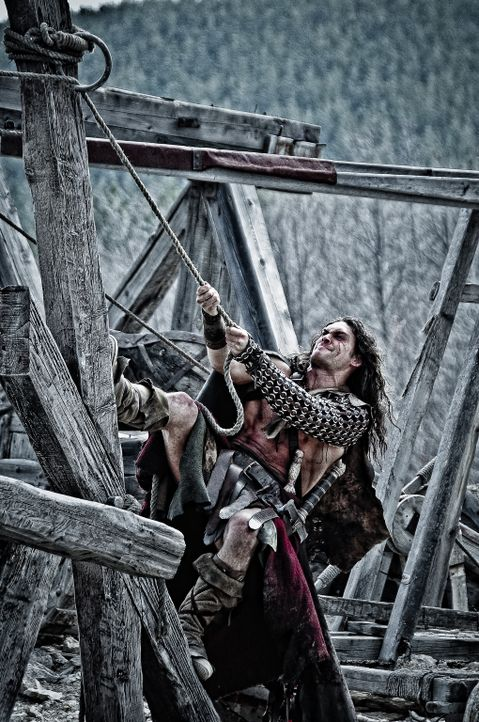 Nimmt es mit dem schier unbesiegbaren Warlord Khalar Zym auf: Conan (Jason Momoa) ... - Bildquelle: Nu Image Films
