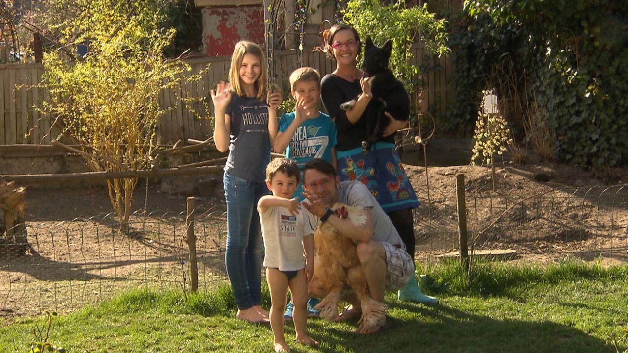 Familie Leonardelli aus Weilburg an der Lahn ist auf der Suche nach tierischem Nachwuchs für sich und den bereits im Haushalt lebenden Border-Mix Mi... - Bildquelle: SAT.1