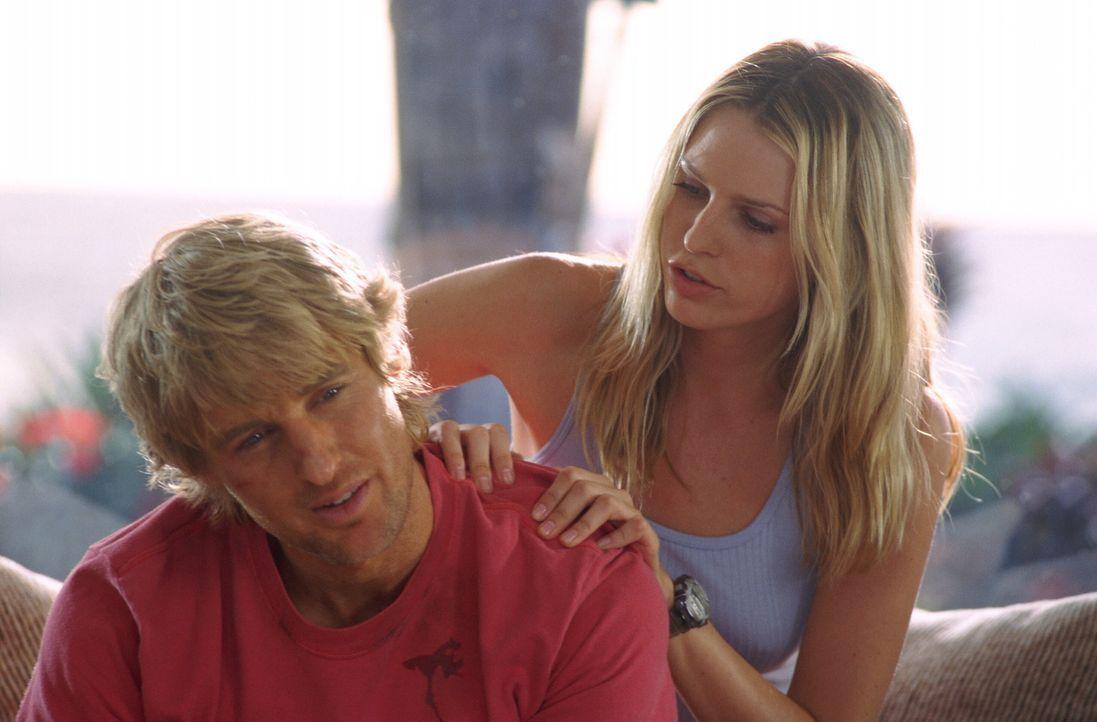 Für Jack (Owen Wilson, l.) ist der Strand ein wahres Schlaraffenland. Der Hippie-Surfer und Gelegenheitsdieb jagt an der Nordküste von Oahu der pe... - Bildquelle: Warner Bros.