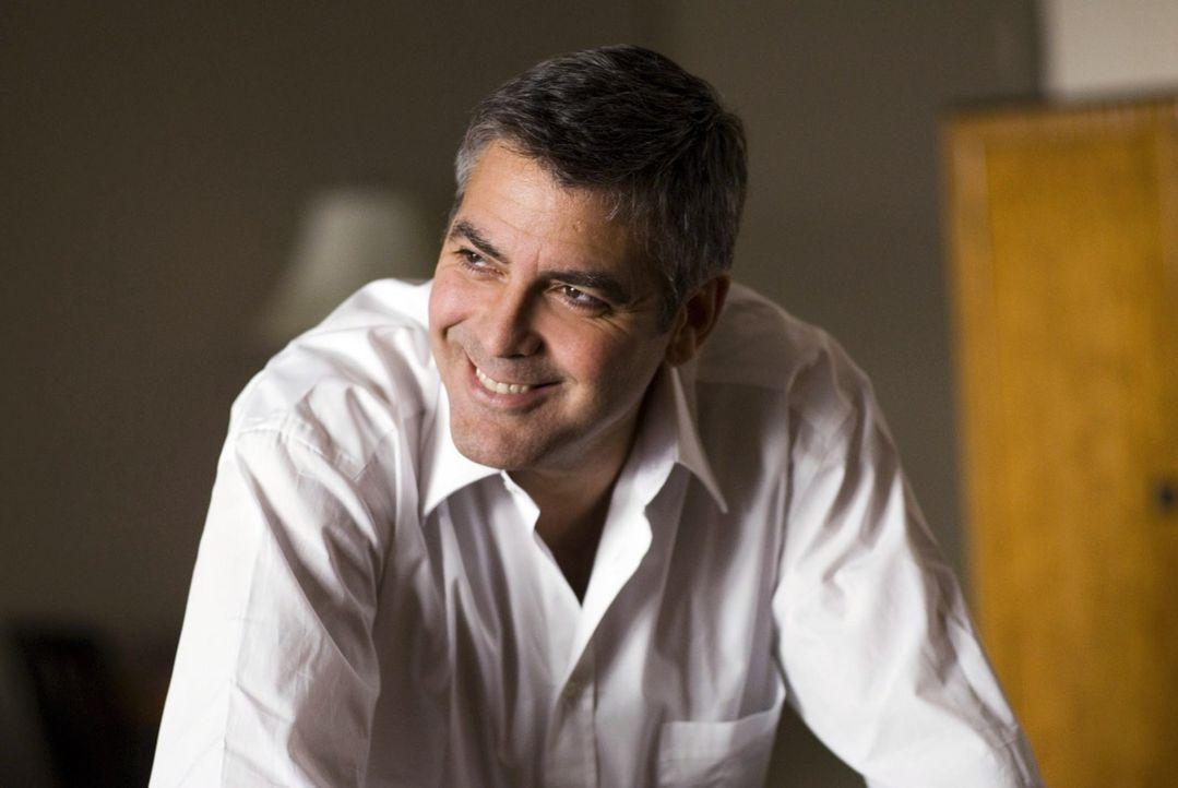 Niemand kann den mittlerweile völlig durchdrehenden Arthur finden - bis Michael (George Clooney) herausfindet, was sein ehemaliger Kollege an die Öf... - Bildquelle: Constantin Film Verleih GmbH