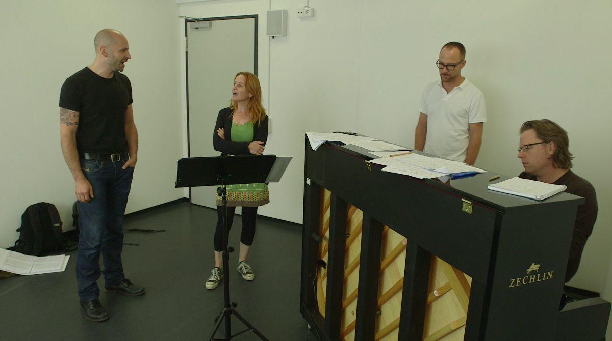 16_musikalische Probe Hauptdarsteller_Detlef Leistenschneider und Vera Bolten