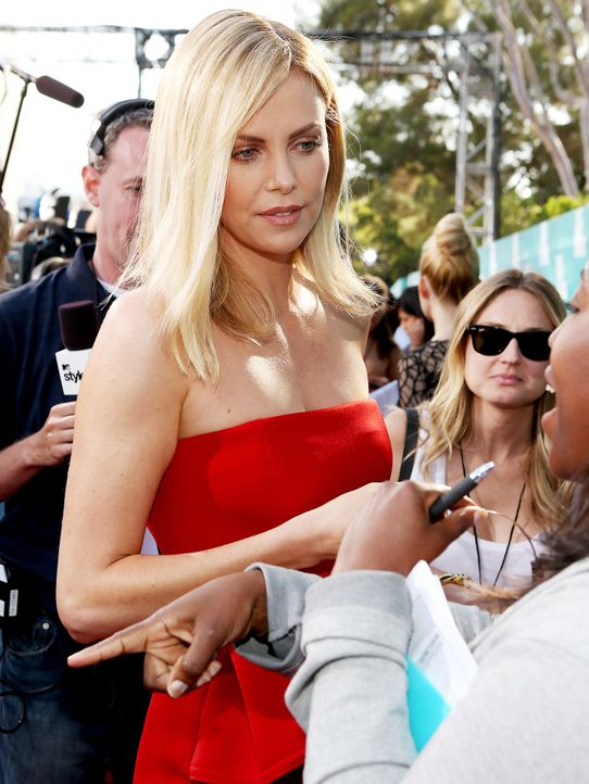 mtv-movie-awards-Charlize-Theron4-12-06-03-getty-AFP - Bildquelle: getty-AFP