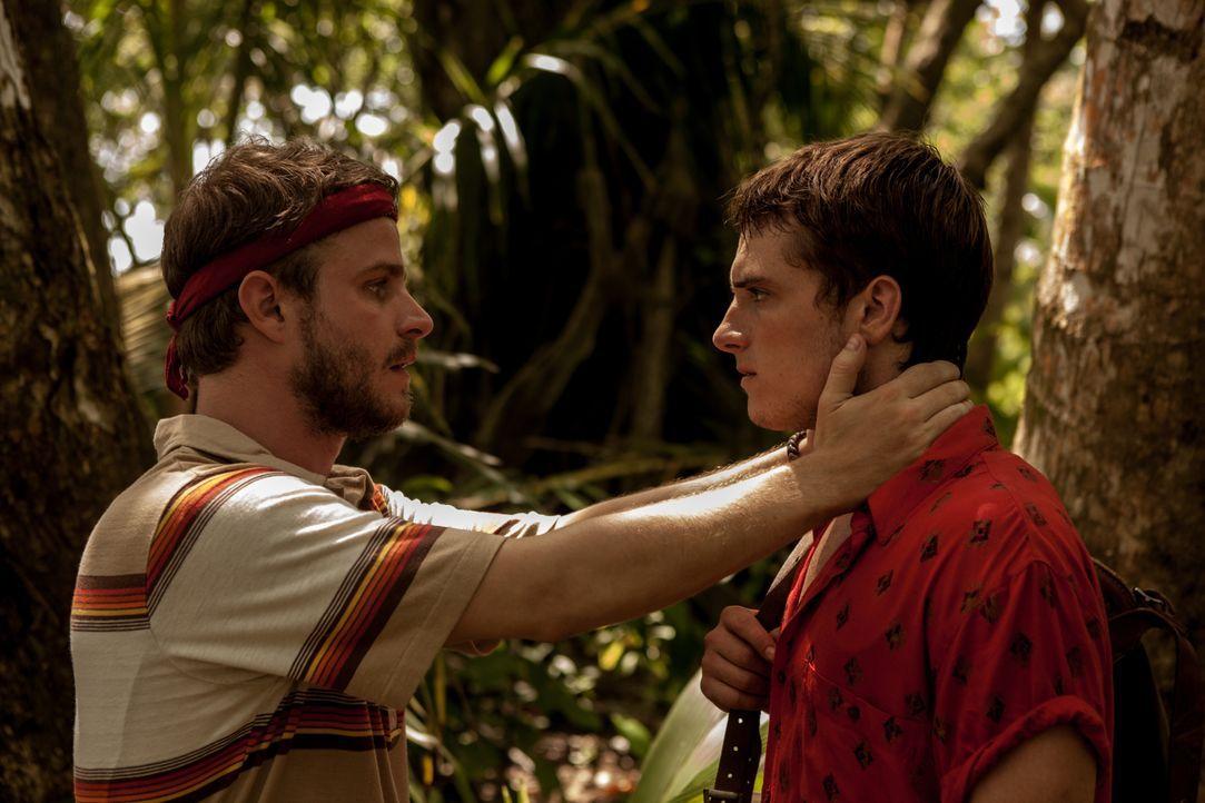 Als Dylan (Brady Corbet, l.) erkennt, dass sein Bruder Nick (Josh Hutcherson, r.), durch seine Liebe zu einer wohlhabenden Kolumbianerin, immer weit... - Bildquelle: 2014 CHAPTER 2 - NORSEAN PLUS - PARADISE LOST FILM A.I.E