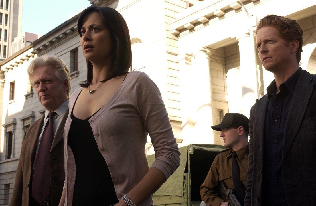 (v.l.n.r.) Stan (Bruce Davison), Emily (Catherine Bell) und Howard (Eric Stoltz) werden nach dem Untergang des russischen U-Bootes verhaftet und ver... - Bildquelle: The Sci-Fi Channel