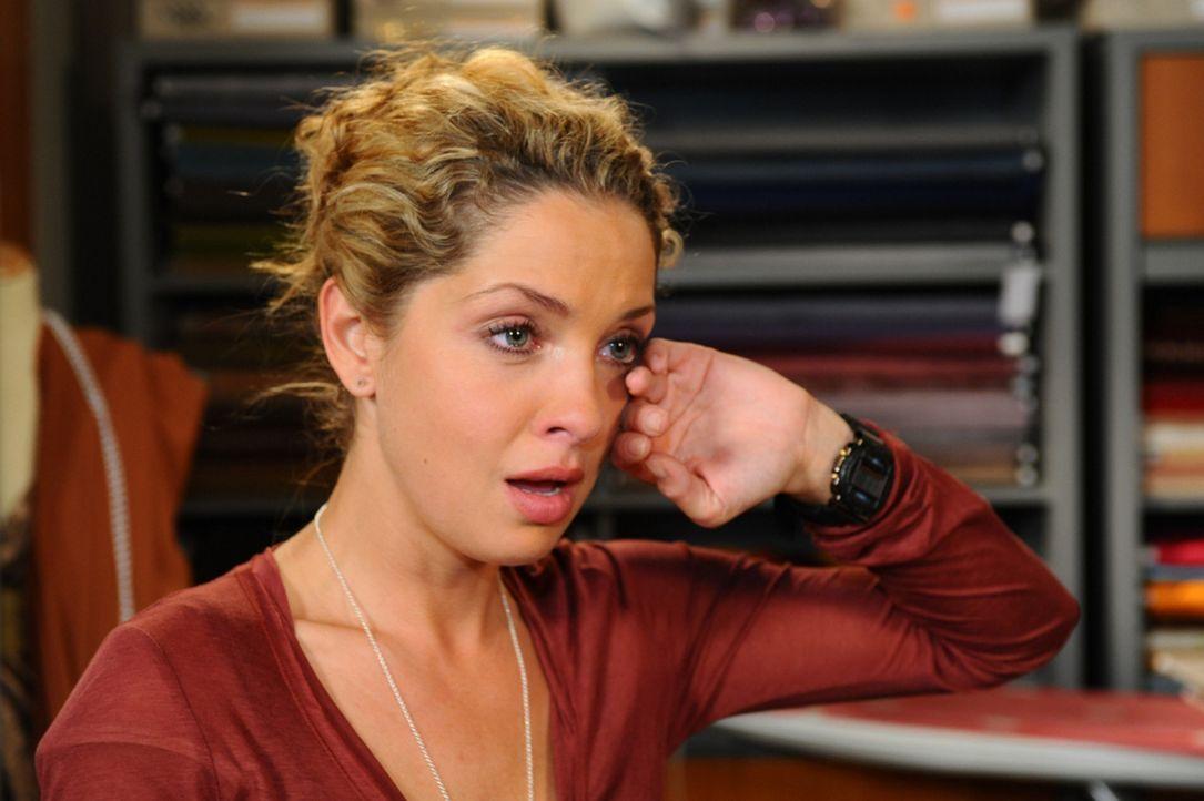 Luca eröffnet Nina (Maria Wedig), dass sie sich in Zukunft aus dem Weg gehen werden ... - Bildquelle: SAT.1