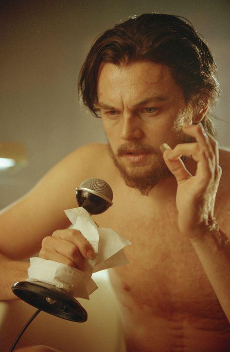 Die letzten 18 Jahre seines Lebens verbringt Hughes (Leonardo DiCaprio) als eine Art Einsiedler. Die Menschen in seiner Umgebung hält er mit absurde... - Bildquelle: Miramax International