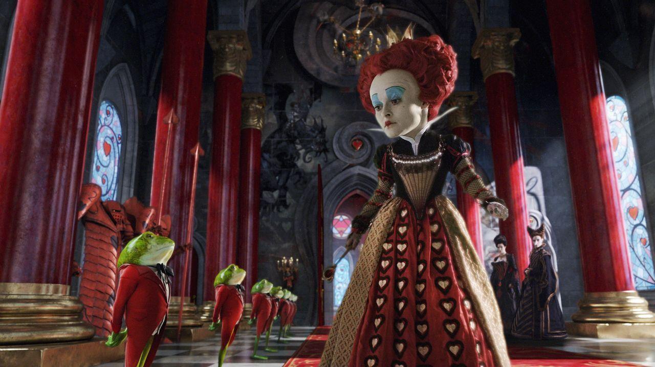 Über ihren großen Kopf sollte man sich besser nicht lustig machen, wenn man Wert darauf legt, den seinigen zu behalten: Die Rote Königin (Helena... - Bildquelle: Leah Gallo Disney Enterprises, Inc. All rights reserved