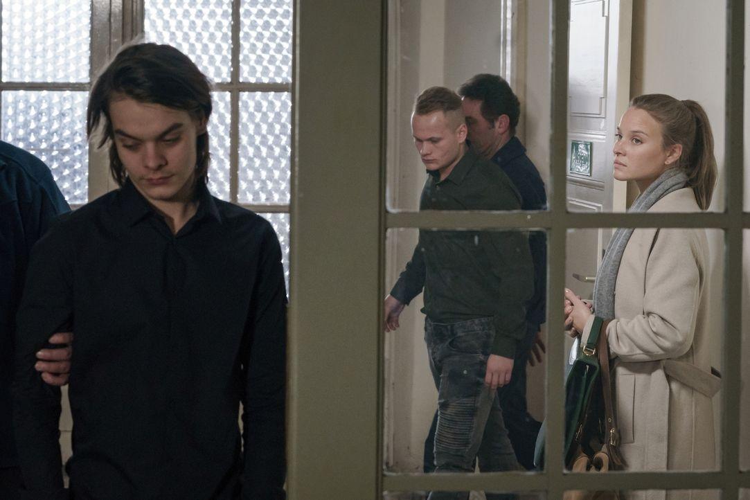 (v.l.n.r.) Mike Gübow (Béla Gabor Lenz); Kevin Jonas (Maximilian Beck); Jessica Maurer (Sonja Gerhardt) - Bildquelle: Stefan Erhard SAT.1/Stefan Erhard