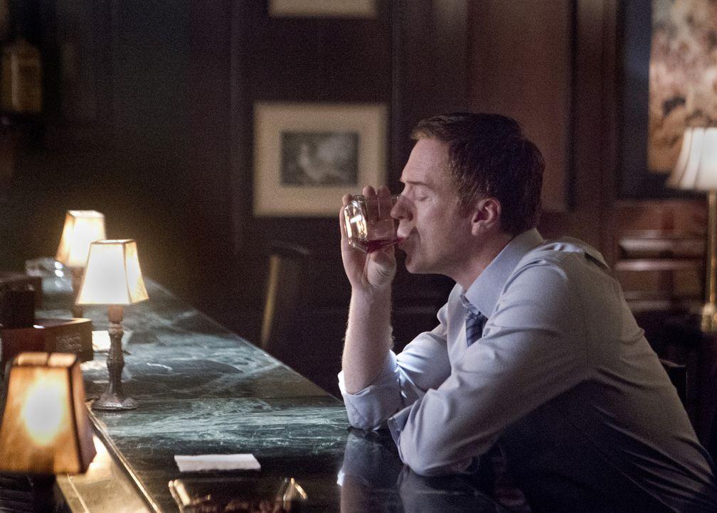 Der von der Rettungsaktion für den Bombenbauer immer noch leicht verwirrte Brody (Damian Lewis) erleidet den nächsten Schock, als er am Hauptquart... - Bildquelle: 2012 Twentieth Century Fox Film Corporation. All rights reserved.