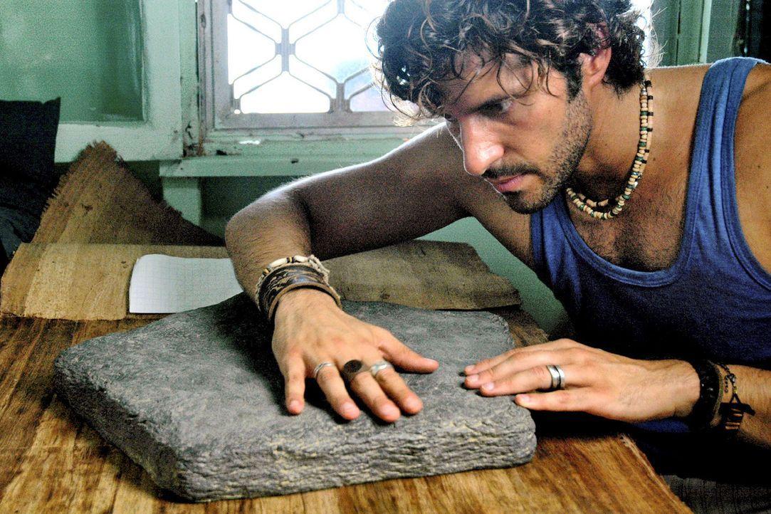 Mark (Pasquale Aleardi), der als Aussteiger auf einer Insel bei Neuseeland lebt, schickt seiner Schwester zum Geburtstag ein antikes Brettspiel, das... - Bildquelle: Sat.1