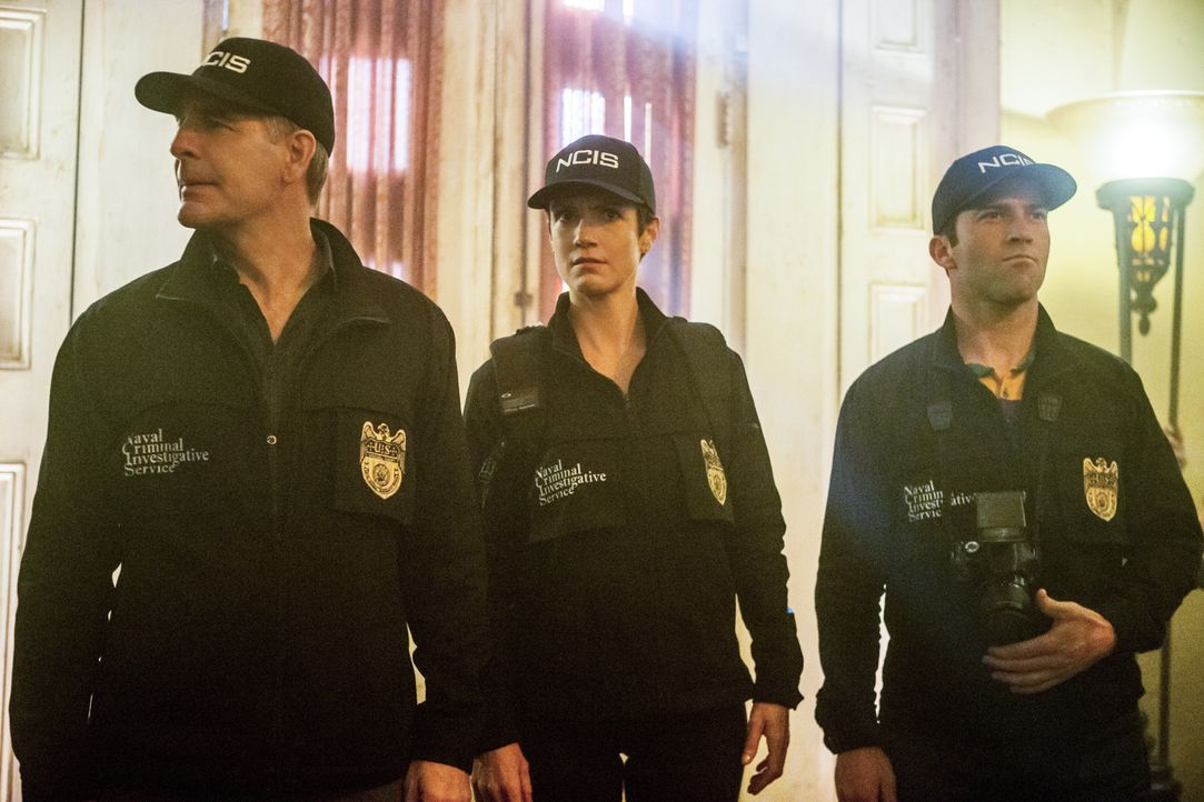 Müssen einen neuen Mordfall aufklären: Pride (Scott Bakula, l.), Brody (Zoe McLellan, M.) und Lasalle (Lucas Black, r.) ... - Bildquelle: 2015 CBS Broadcasting, Inc. All Rights Reserved