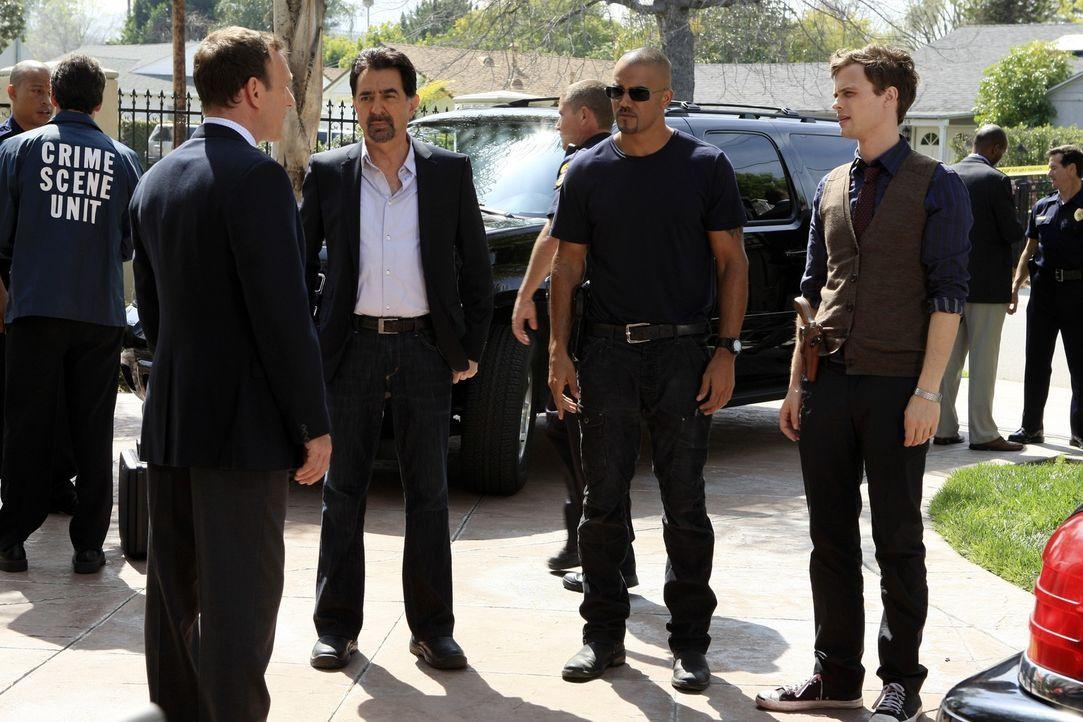 Werden nach San Diego, Kalifornien gerufen, um Det. Bryce Harding (Michael Raynor, l.) und sein Team in einem Mordfall zu unterstützen: Rossi (Joe M... - Bildquelle: ABC Studios