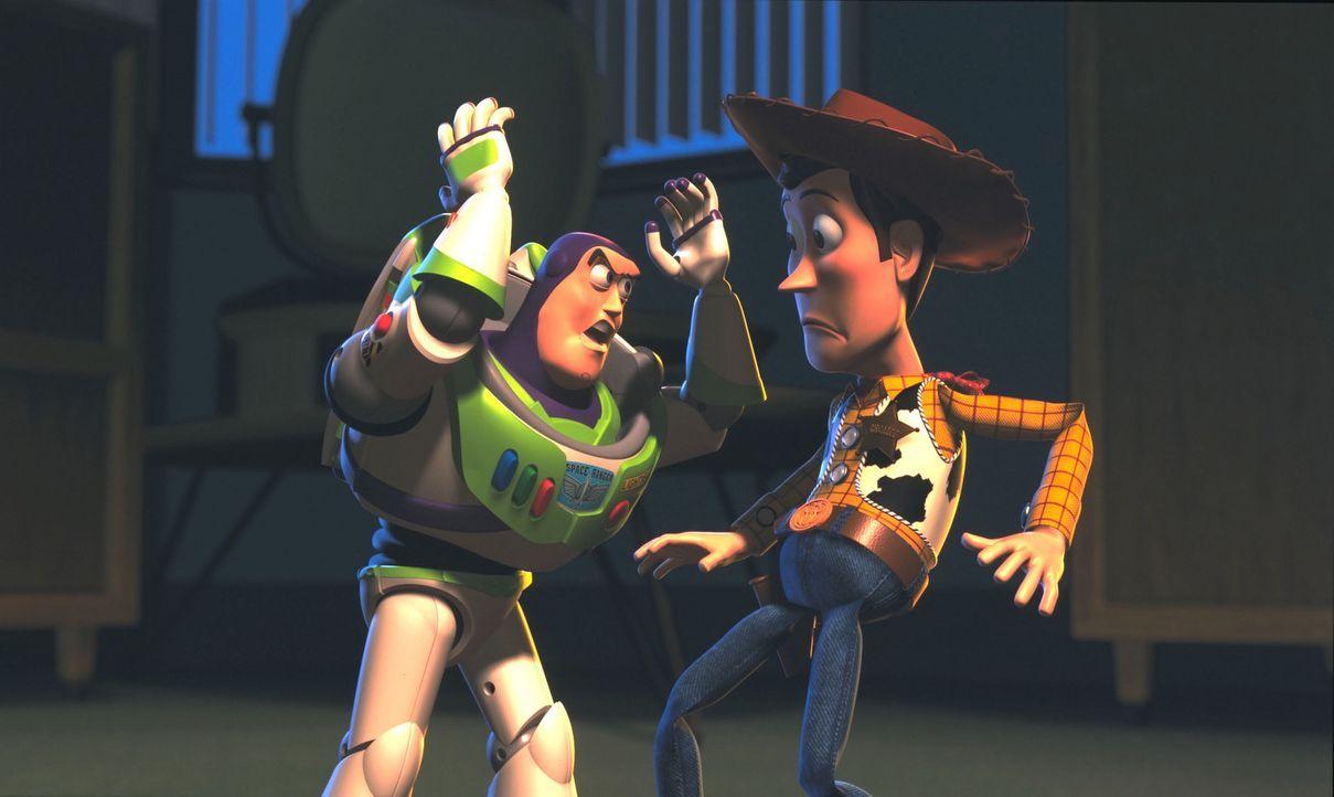 Endlich kann Buzz Lightyear, l. Whoody, r. auftreiben. Doch der Gerettete steht vor einer schweren Entscheidung: Soll er gemeinsam mit seinen Freund... - Bildquelle: Buena Vista International Television