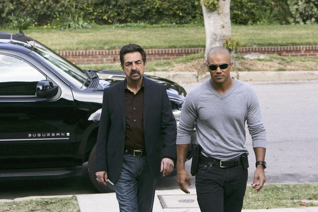 Ein neuer Fall beschäftigt das BAU-Team: Rossi (Joe Mantegna, l.) und Morgan (Shemar Moore, r.) machen sich auf die Suche nach einem Serientäter ... - Bildquelle: Touchstone Television
