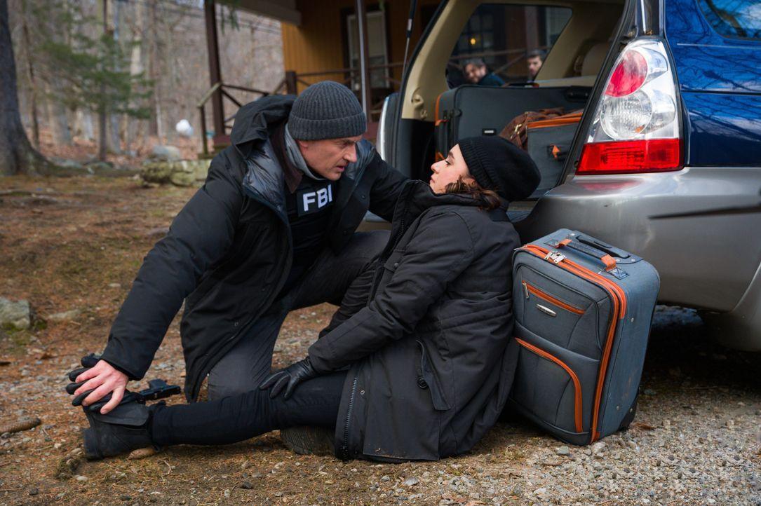 Jess LaCroix (Julian McMahon, l.); Hana Gibson (Keisha Castle-Hughes, r.) - Bildquelle: Mark Schafer 2020 CBS Broadcasting Inc. All Rights Reserved. / Mark Schafer