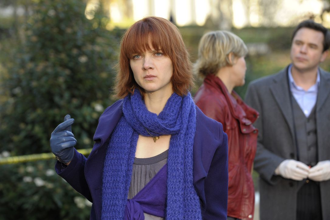Auch Kleinigkeiten entgehen Chloé (Odile Vuillemin) nicht ... - Bildquelle: 2008 - Beaubourg Audiovisuel/BeFilms/RTBF (Télévision Belge)