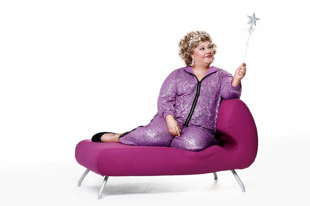 """Mother of Comedy is back! Comedy-Prinzessin Cindy verlässt für ihre neue Show """"Schwarz Rot Pink"""" Marzahn, fährt quer durch's Land und erlebt ganz be... - Bildquelle: Paul Schirnhofer SAT.1"""