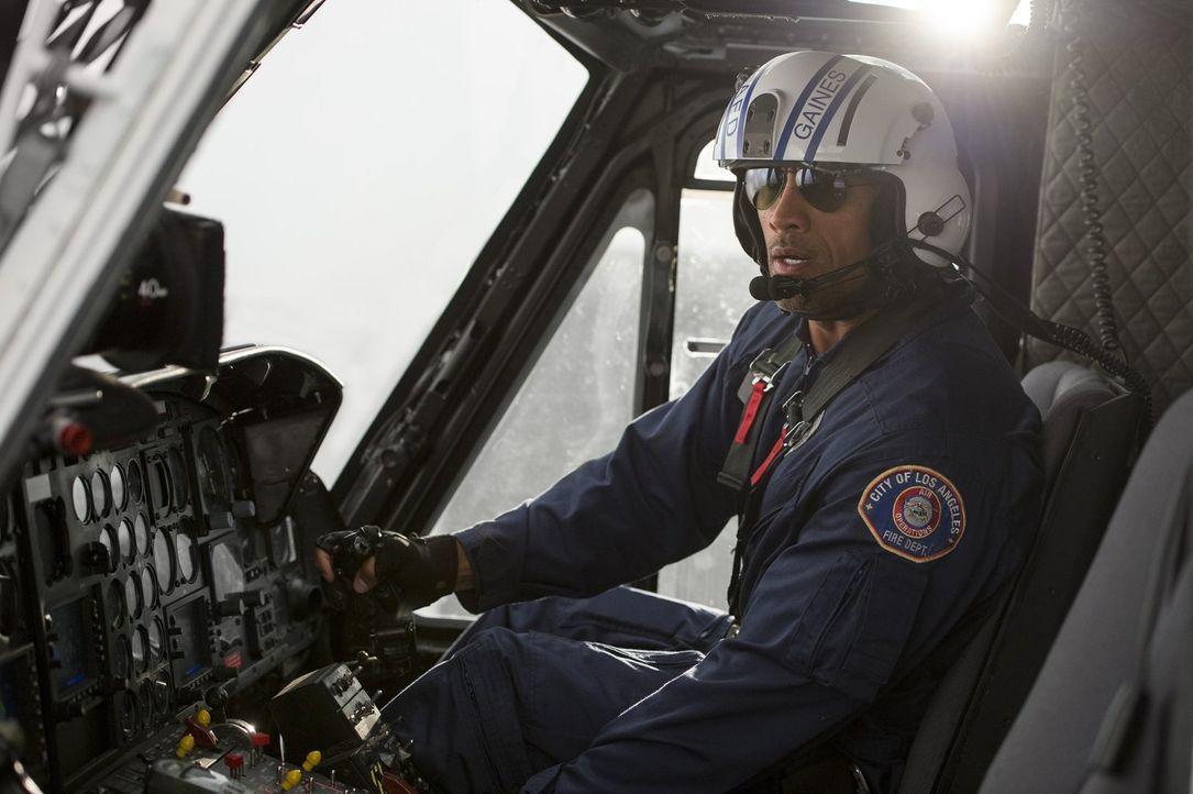 Der Rettungsflieger Raymond Gaines (Dwayne Johnson) wird nach Kalifornien beordert, nachdem das Auseinanderdriften des San-Andreas-Grabens ein stark... - Bildquelle: 2014 Warner Bros. Entertainment Inc.