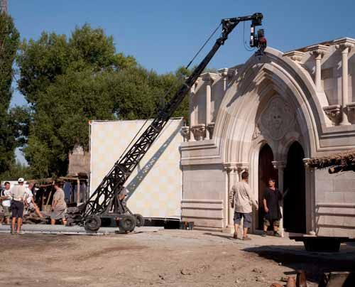 Die Kathedrale selbst wurde bis zu einer Höhe von sieben Metern gebaut. - Bildquelle: Egon_Endrenyi_-_Tandem_Productions_-_Pillars_Productions