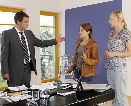Bea kann nicht glauben, dass Ben einfach so abgehauen ist und versucht, bei Stefan und Karin mehr herauszufinden. Doch dann wirft sie eine Nachricht... - Bildquelle: Christoph Assmann - Sat1
