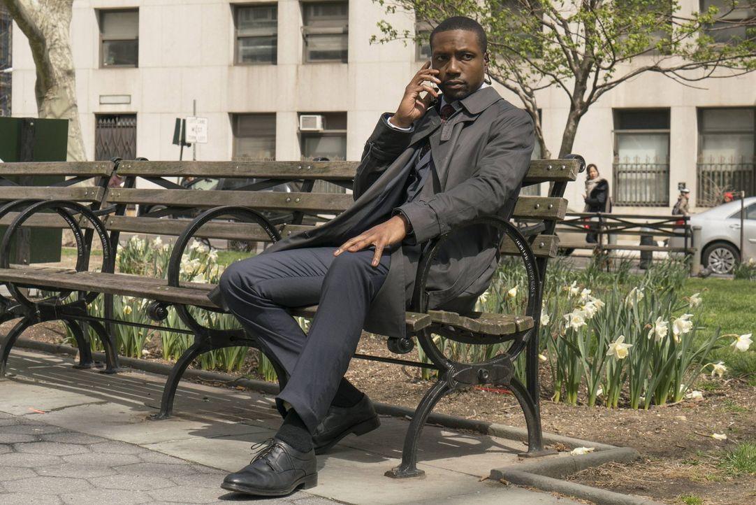 Als Reade (Rob Brown) einer Bitte der suspendierten Mayfair nachkommt, löst er ein tödliches Drama aus ... - Bildquelle: Warner Brothers