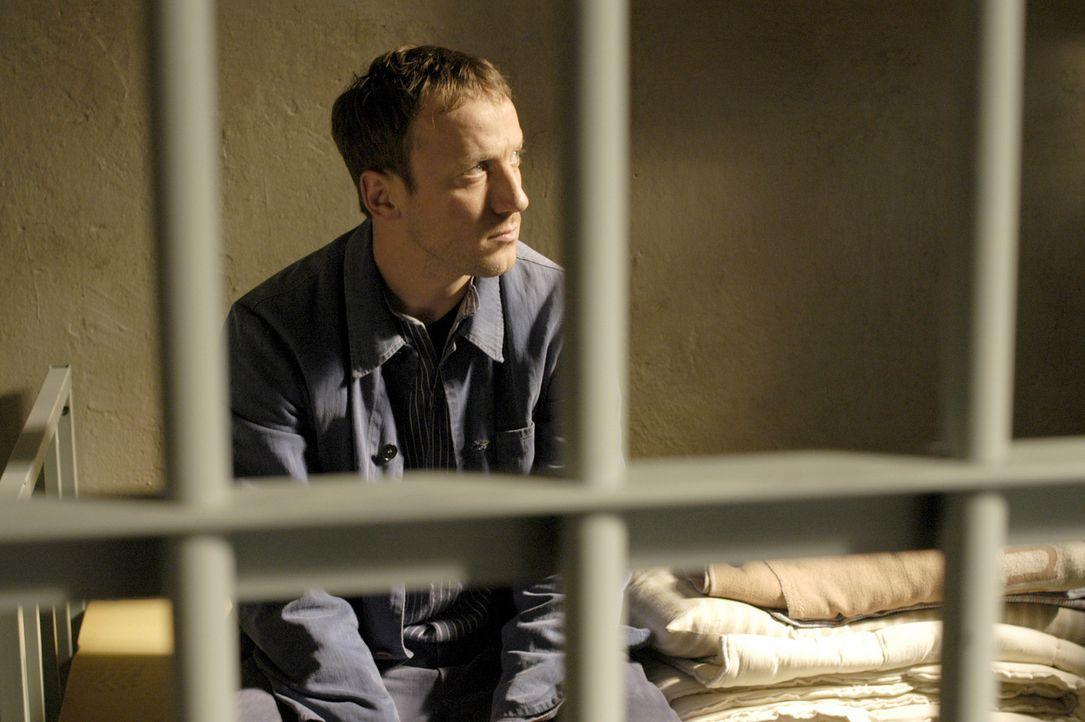 Vom eigenen Kollegen hereingelegt, landet Max (Wotan Wilke Möhring) für eine Tat, die er nicht begangen hat, im Gefängnis. Dort hat der Ex-Polizi... - Bildquelle: Marco Meenen ProSieben