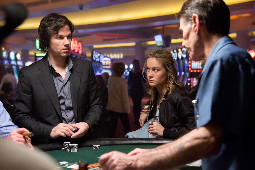 Wird Bennett (Mark Wahlberg, l.) eine zweite Chance von Amy (Brie Larosn, M.) bekommen oder verzockt er neben seinem Geld jetzt auch noch sein restl... - Bildquelle: Claire Folger 2016 Paramount Pictures / Claire Folger